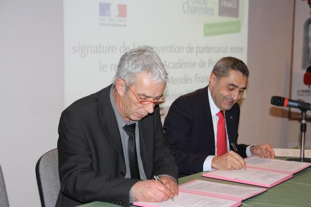 Jacques Moret, recteur de l'académie de Poitiers, à droite, et Mario Cottron, président de l'Espace Mendès France, à gauche