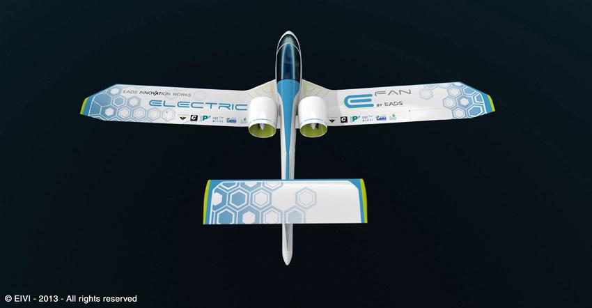 Un avion école électrique E-Fan d'EADS au Salon du Bourget 2013