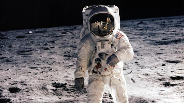 Autour de la Lune : Alunir par la Cie Le théâtre dans la Fôret + conférence sur les idées reçues + atelier scratch + projection de Moonwalk One