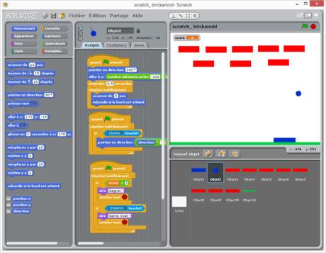 De la programmation assistée grâce a de petites briques empilées comme un puzzle.